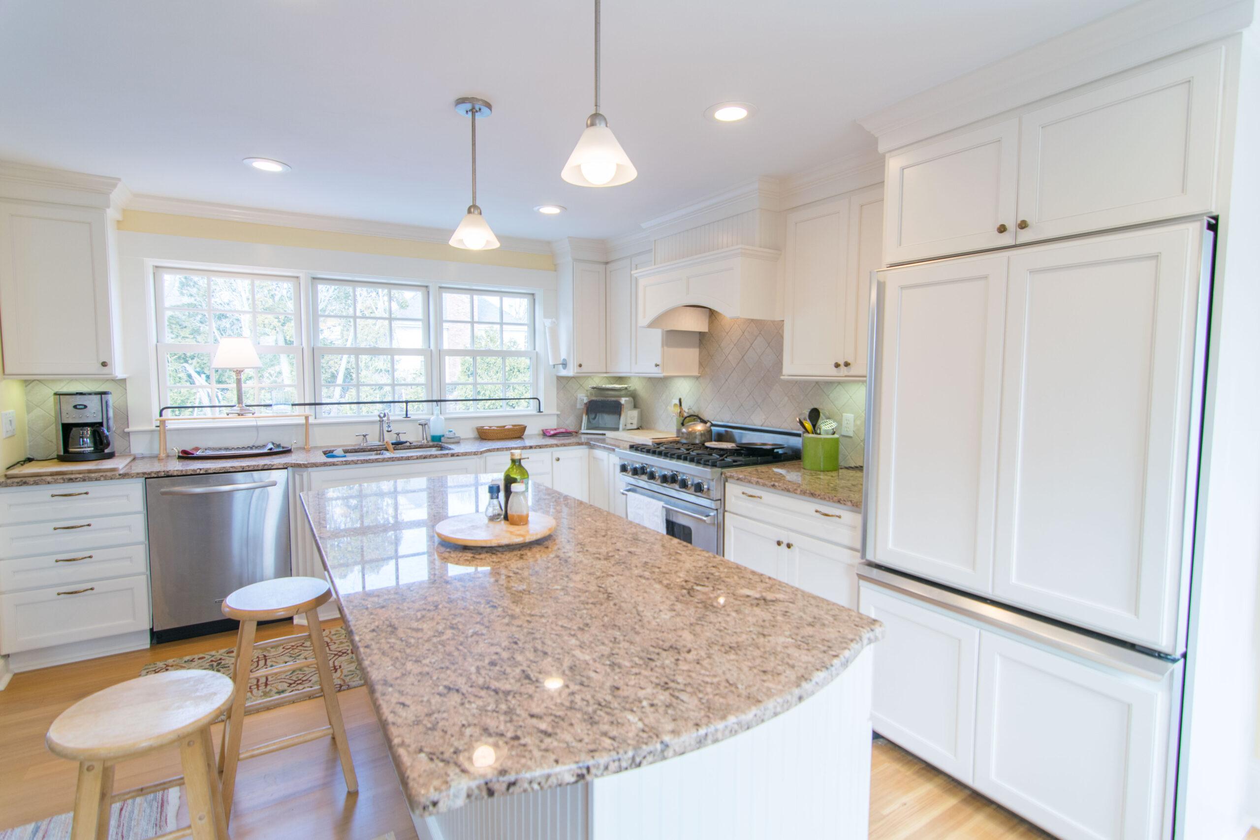 traditional-island-kitchen3