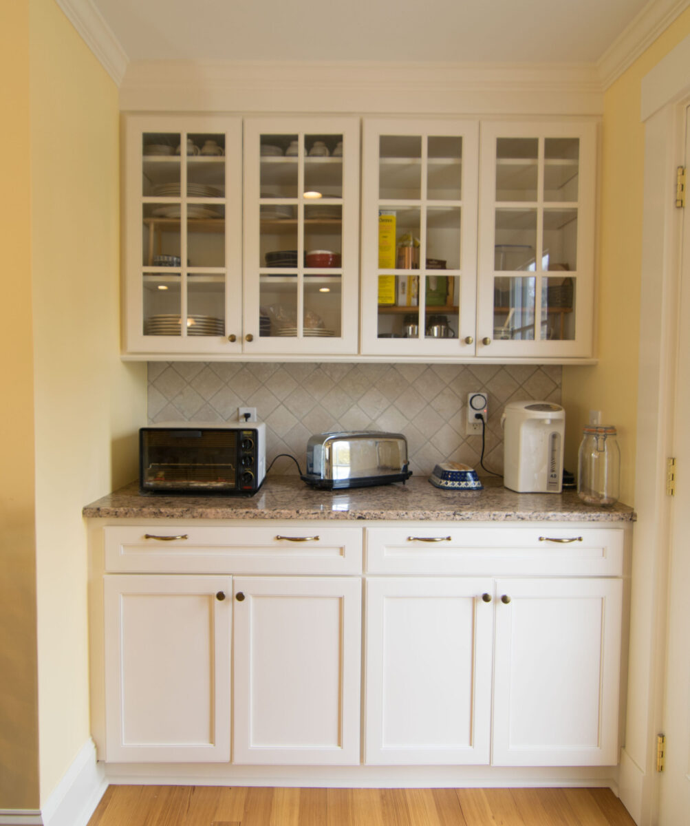 traditional-kitchen-dry-bar